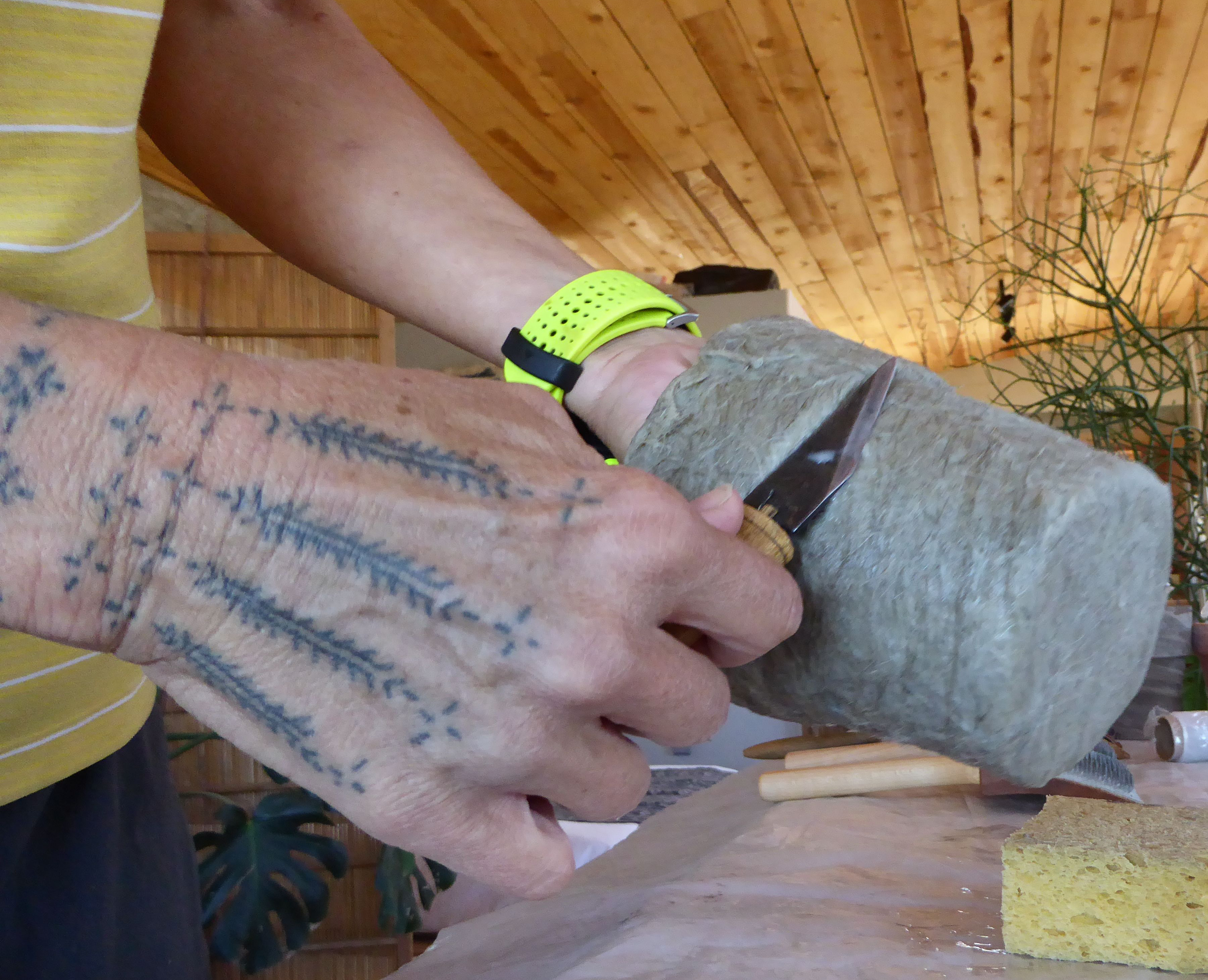 smoothing_fiber_Hilary_Lorenz_hand_tattoo